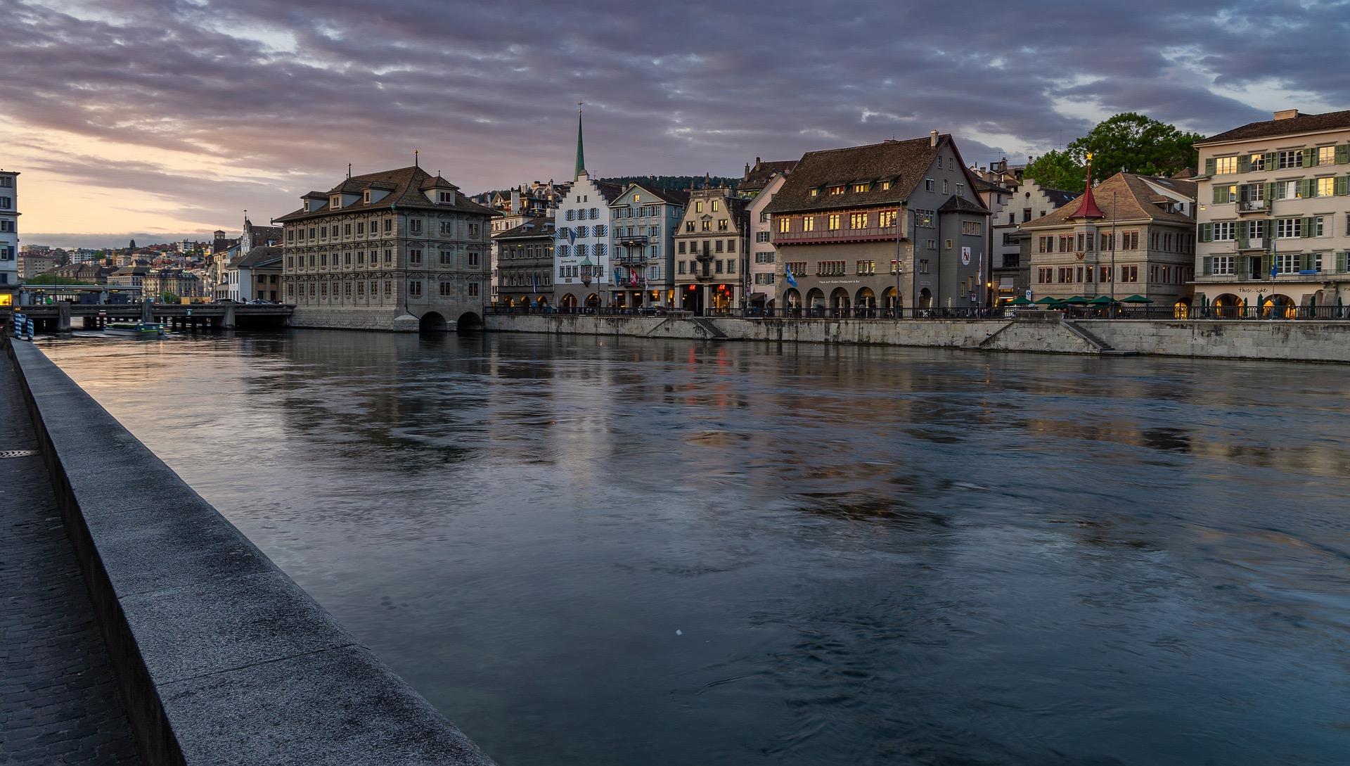 Сколько нужно проживать в Швейцарии имея ВНЖ