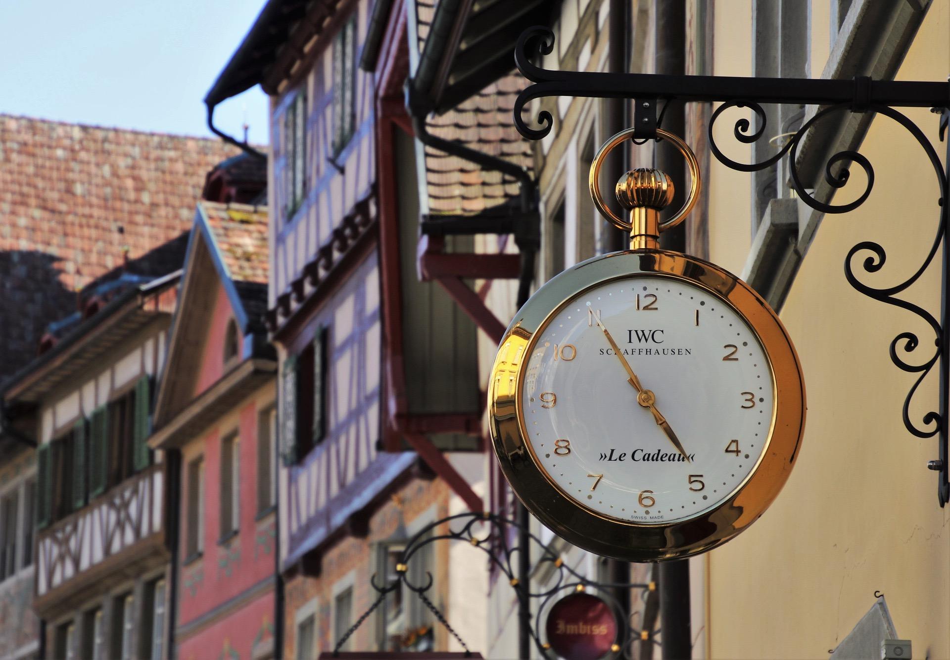 Сколько нужно проживать в Швейцарии при наличии ВНЖ